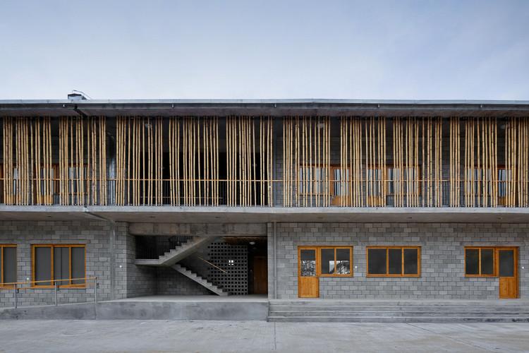 Wuyishan Bamboo Raft Factory / TAO - Trace Architecture Office. Image © Shengliang Su
