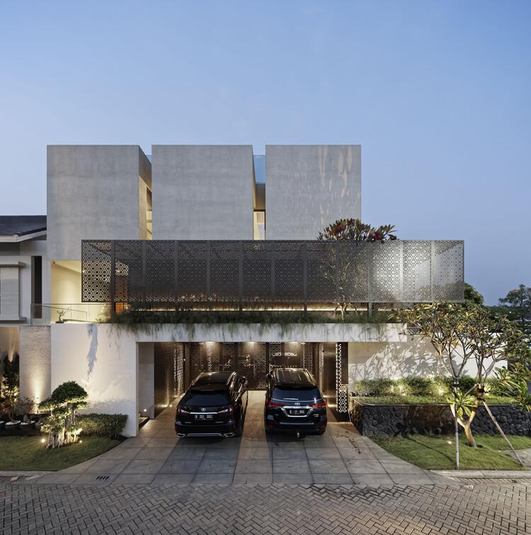 Rubic JGC Residence / Gets Architects, © Fernando Gomulya