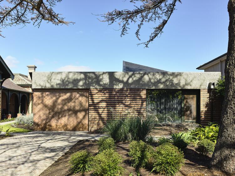 Casa Hawthorn / Kennedy Nolan Architects, © Derek Swalwell
