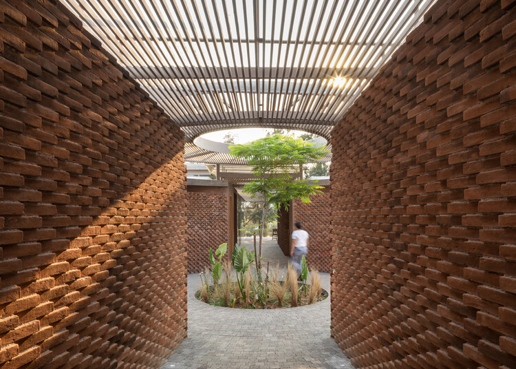 Clay or Concrete, Solid or Hollow: Different Types of Bricks and Their Uses, UC House / Daniela Bucio Sistos // Taller de Arquitectura y Diseño. Image © Dane Alonso