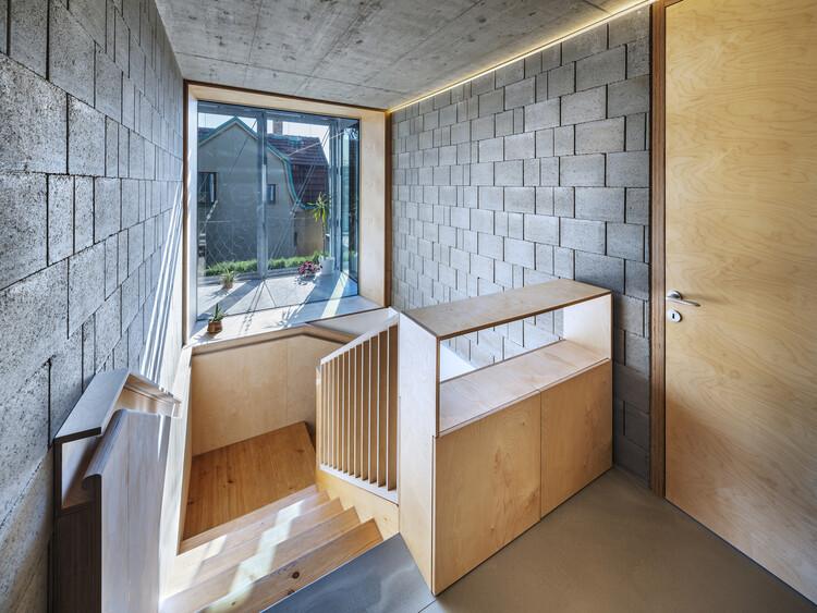 Дом в стальном корсете / ŠÉPKA ARCHITEKTI.  Изображение © Алеш Юнгманн