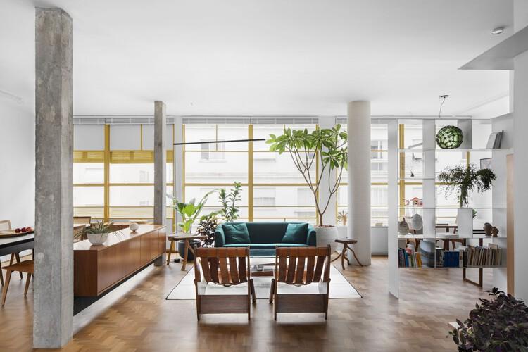 Louveira Apartment / Ana Sawaia Arquitetura, © Carolina Lacaz