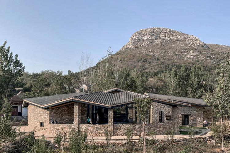 Stone house under the stone mountain. Image Courtesy of VDA