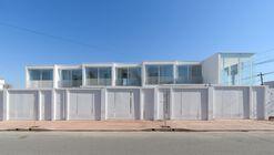 Complejo habitacional y comercial Camellia / Estudio I LZ