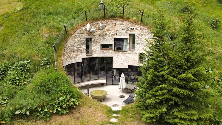 Localidad y legalidad: la historia detrás de Villa Vals en Suiza, © Iwan Stoecklin