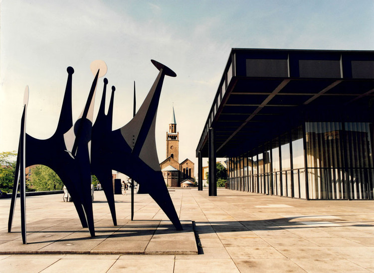 Neue Nationalgaleire de Mies van der Rohe em Berlim reabre com exposição de Alexander Calder, Minimal / Maximal é a exposição inaugural da renovada Neue Nationalgalerie. Imagem Cortesia de Staatliche Museen zu Berlin, Nationalgalerie / Reinhard Friedrich
