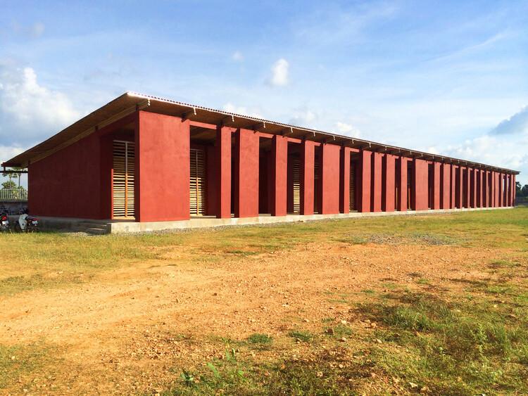 Средняя школа в Камбодже / Architetti senza frontiere Italia.  Изображение © Бернардо Сальче