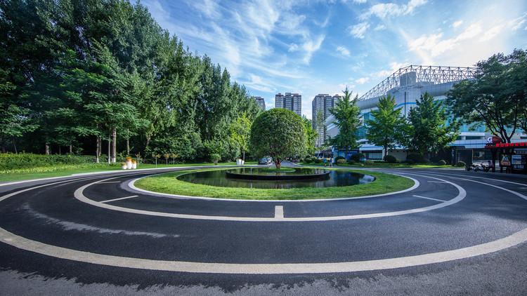Площадь Османтуса.  Изображение © Цзинь Чжан