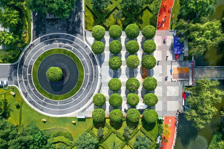 Вид с воздуха на площадь Османтуса.  Изображение © Цзинь Чжан