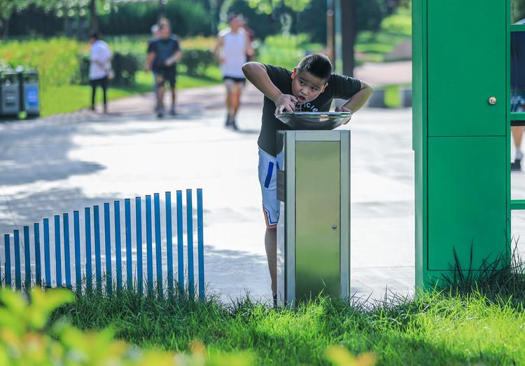 Питьевая вода.  Изображение © Цзинь Чжан