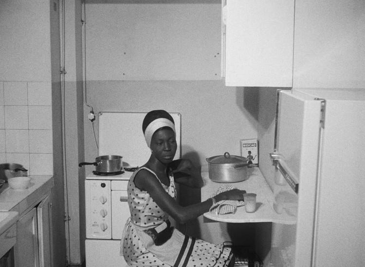 Диуана не выходила из своей квартиры.  Изображение предоставлено Janus Films