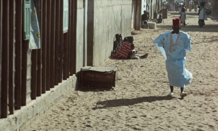 Улицы квартала Ибрагима.  Изображение предоставлено Janus Films