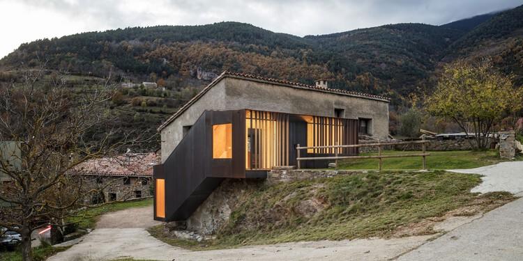 Escalera umbral / Comas-Pont arquitectes, © Adrià Goula