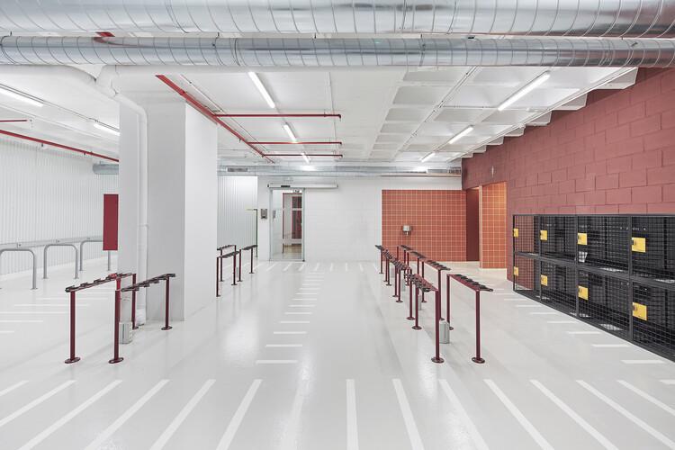 Parking para vehículos ligeros en Barcelona / m2 arquitectas, © Adriana Eskenazi Grabulosa