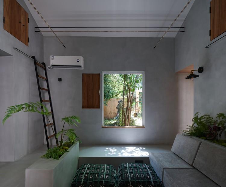 Blick aus dem Wohnzimmer aus dem Fenster.  Bild © Hao Chen