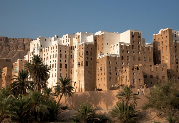 """""""No se usan en las grandes ciudades sólo por no estar normados"""": Nuestros lectores opinan sobre materiales locales, Shibam, el Manhattan del Desierto, una ciudad de ladrillo de barro de 500 años en el este de Yemen. Fotografía de Don Whitebread. Image vía Shutterstock"""