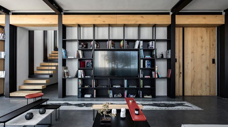 ¿Qué distancia debe haber entre el sofá y el televisor?, PH-13 Apartment / Atelier L'inconnu; Beirut, Líbano. Image © Ieva Saudargaite