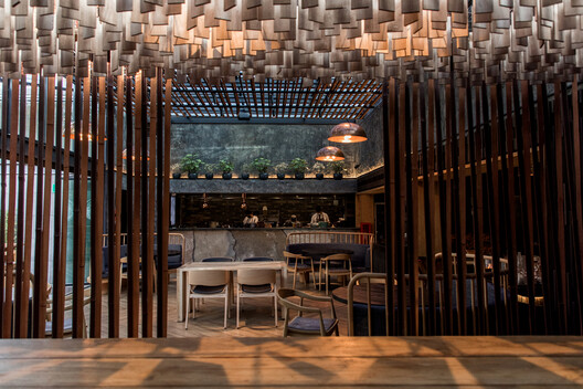 Restaurante Dondoh / Costa + Herrera Arquitectos