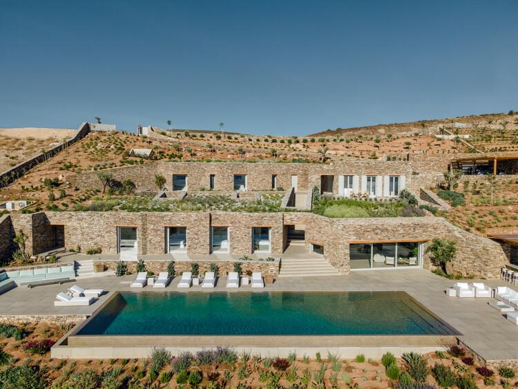 Villa de Pedra Escavada / Tsolakis Architects, © George Messaritakis