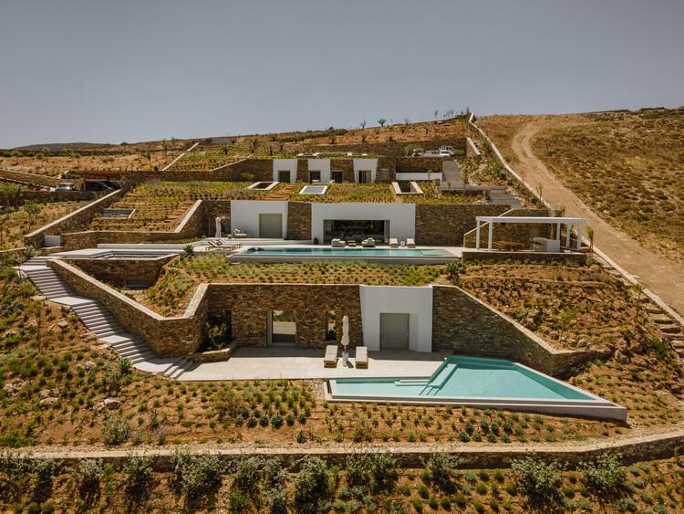 Vila Pribadi Bawah Tanah di Arsitek Antiparos / Tsolakis, © George Mesaritakis