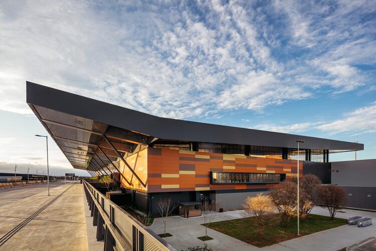 Conheça os vencedores do 8º Prêmio Saint-Gobain AsBEA de Arquitetura, Aeroporto de Florianópolis – Terminal Internacional de Passageiros, vencedor do Grand Prix. Foto © Nelson Kon