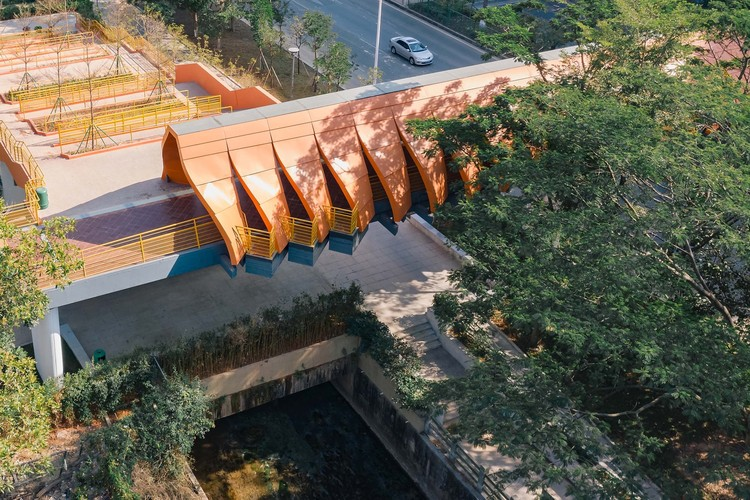 The three cantilevered balconies above the canal to the north.  Image © Olivier Luo