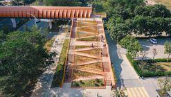 Footbridge of Chang'an Experimental Primary School / Zhutao Architecture Design Studio