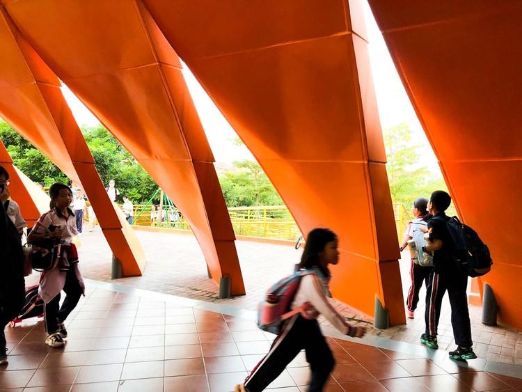 Children crossing the bridge.  Image © Liguo Su