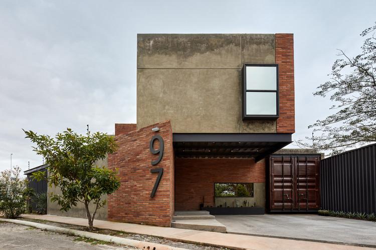 97 Дом / César Solórzano arquitectos.  Изображение © Aldo Gracia