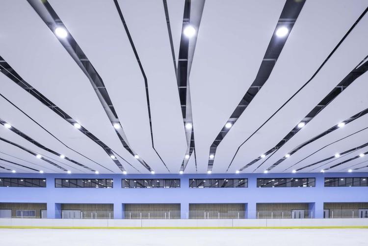хоккейный зал.  Изображение © Мэн Чжоу