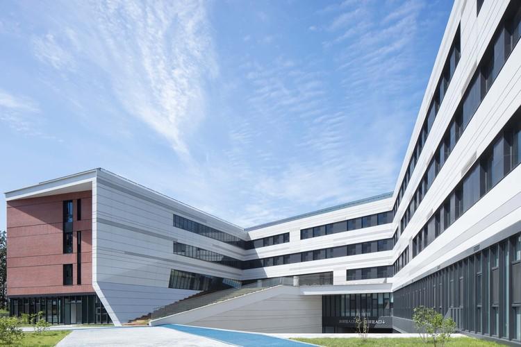 здание начальной школы.  Изображение © Чжи Ся