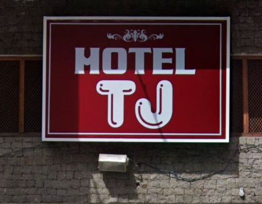 Hotel sign in downtown São Paulo. Image via Giovana Martino's collection
