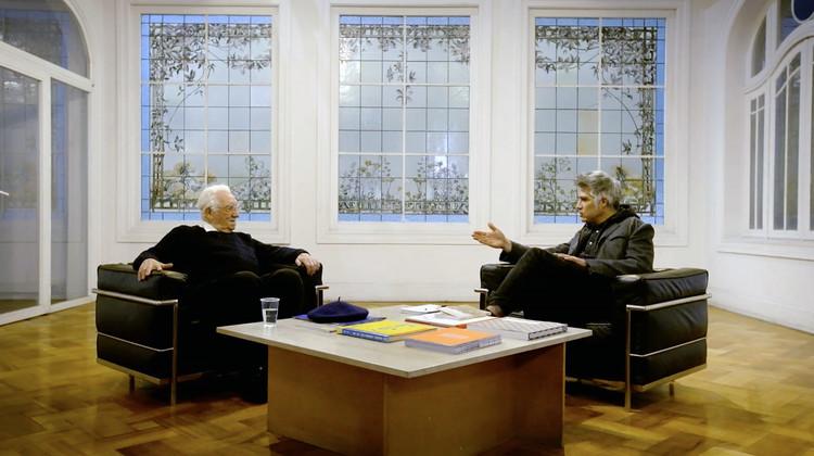 """Alejandro Aravena y Miguel Lawner sobre la vivienda social en Chile: """"¿Cómo equilibramos esta ecuación de cantidad y calidad?"""", Cortesía de mirarquitectura"""