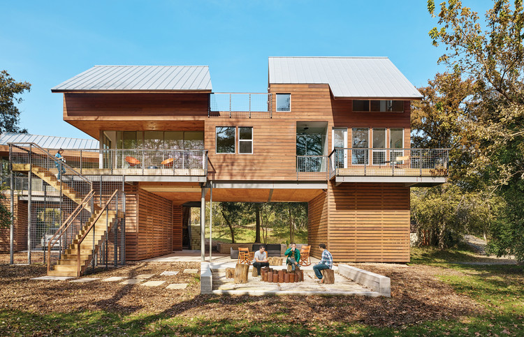 Guadalupe River House / Low Design Office. Image © Casey Dunn