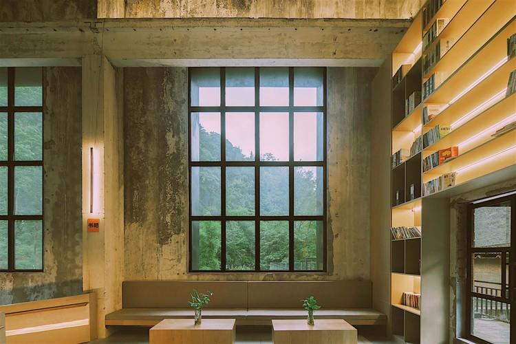 книжный бар.  Изображение © Arch-Exist