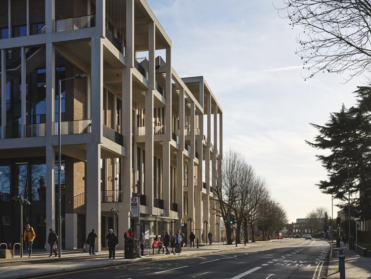 Кингстонский университет в Лондоне - Таунхаус от Grafton Architects.  Изображение © Деннис Гилберт