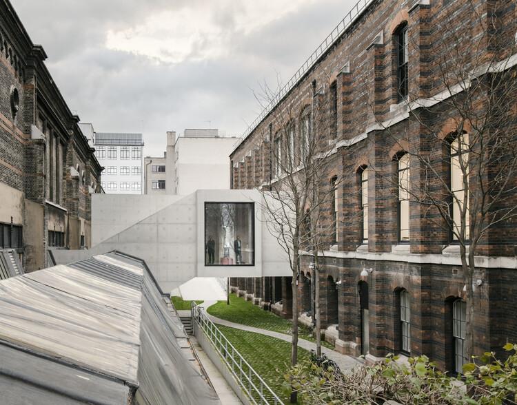 Королевская академия искусств (Лондон, W1J) Архитекторы Дэвида Чипперфилда.  Изображение © Саймон Менгес