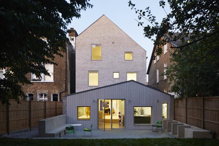 Дом в доме (Лондон) от alma-nac.  Изображение © Джек Хобхаус