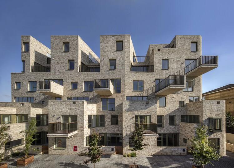 95 Peckham Road (Лондон, SE15) от Peter Barber Architects.  Изображение © Морли фон Штернберг