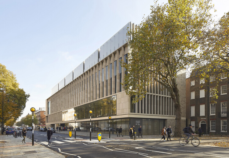 Центр исследования редких заболеваний у детей Зайда (Лондонский WC1N) Стэнтона Уильямса.  Изображение © Hufton-Crow