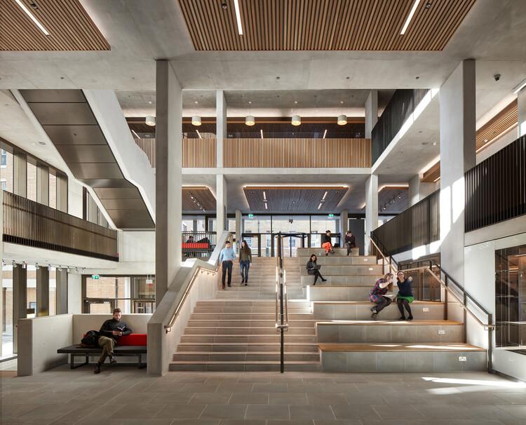 Студенческий центр, UCL (Лондон, WC1H) от Nicholas Hare Architects.  Изображение © Алан Уильямс