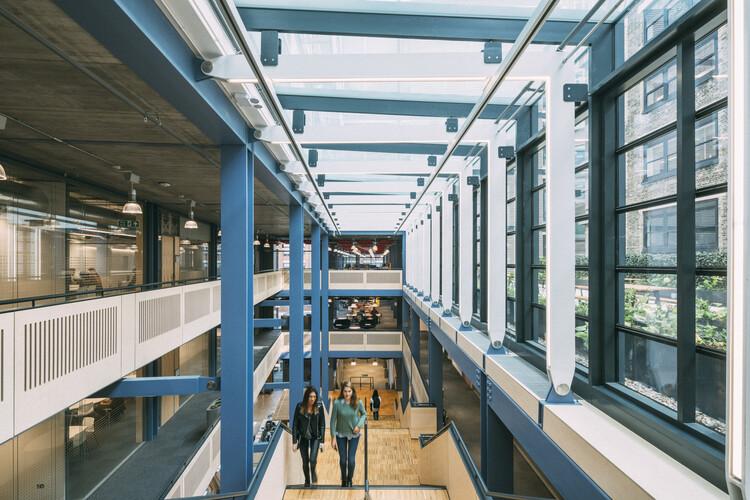 Здание центра на Лондонской фондовой бирже (Лондон, WC2A), созданное Rogers Stirk Harbour & Partners.  Изображение © Joas Souza