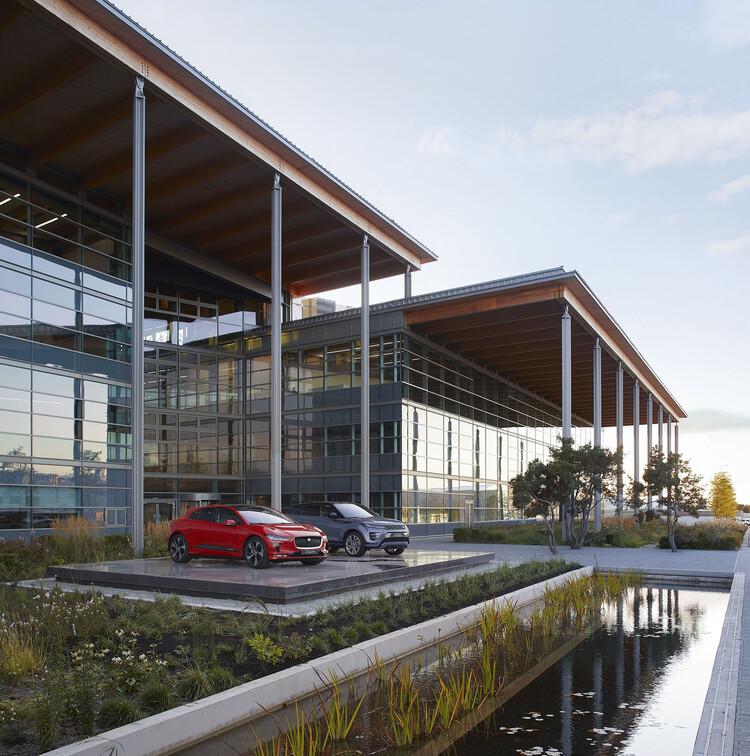 Центр создания передовых продуктов Jaguar Land Rover (Уорикшир), Bennetts Associates.  Изображение © Hufton-Crow