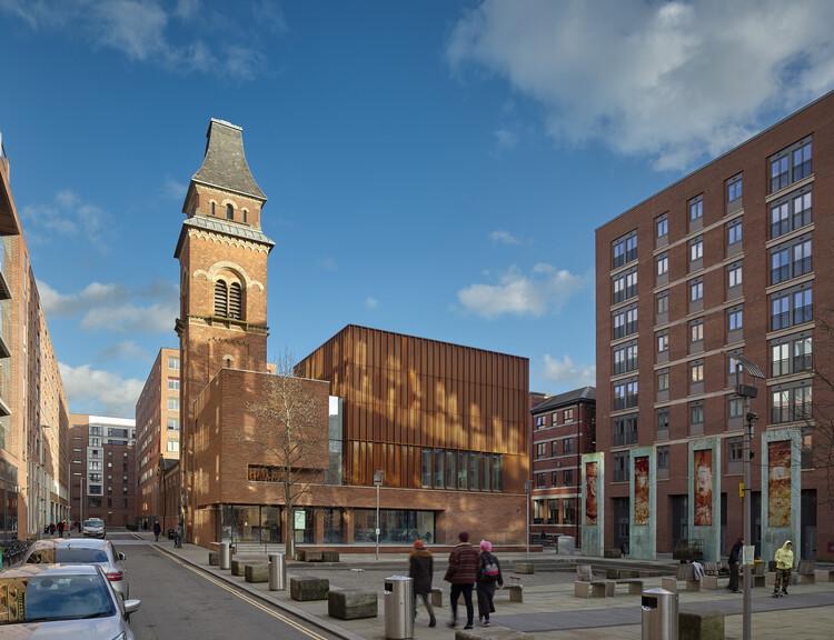 Центр Оглсби в Халле Сент-Питерс (Манчестер), студия Стивенсона Гамильтона Ризли.  Изображение © Дэниел Хопкинсон