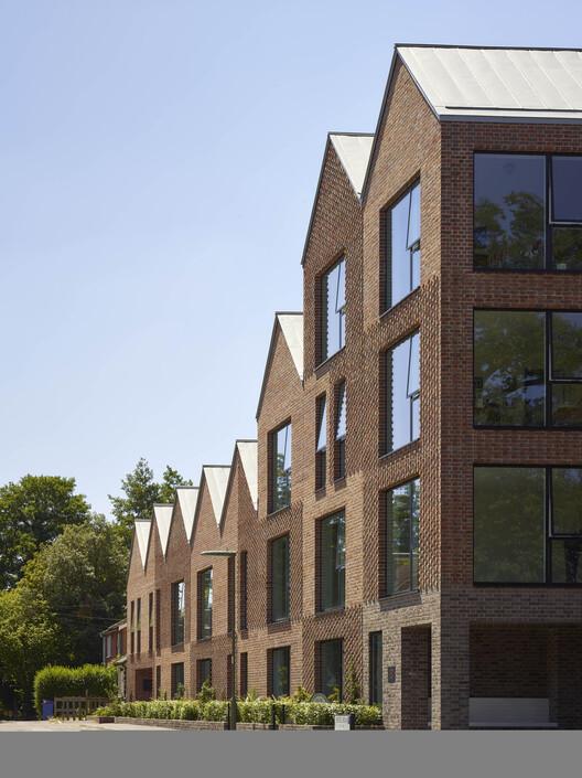 Уголок Мура (Уокинг) от Coffey Architects.  Изображение © Тимоти Соар