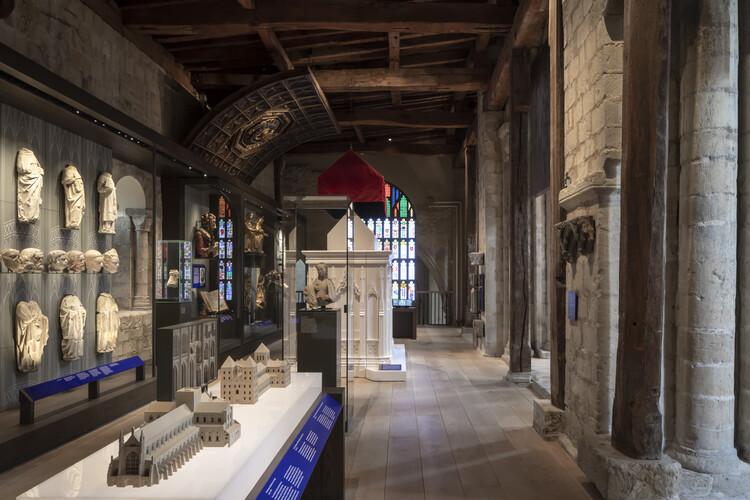 Выставочные пространства Винчестерского собора Южный Трансепт от архитекторов Ника Кокса с метафорой-метафорой.  Изображение © Питер Кук
