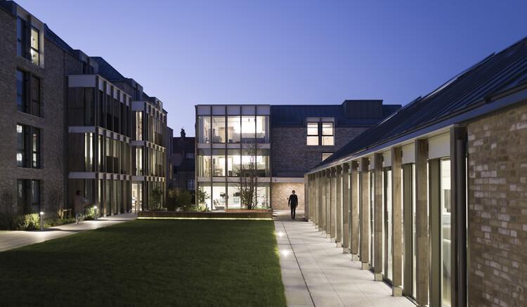 Здание Дороти Уодхэм Колледж Вадхэм Оксфордского университета, Союзники и Моррисон.  Изображение © Ник Гаттридж