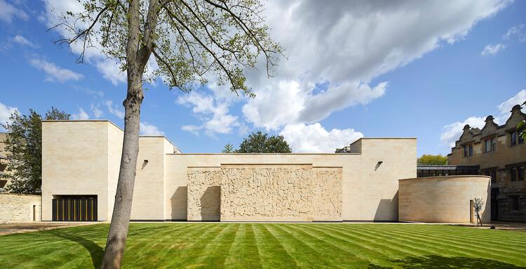 Библиотека и учебный центр Колледжа Святого Джона Оксфордского университета, созданная Wright & Wright Architects.  Изображение © Ник Хафтон