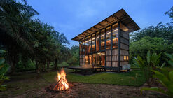 Wood and Mountain Cabin / Sher Maker