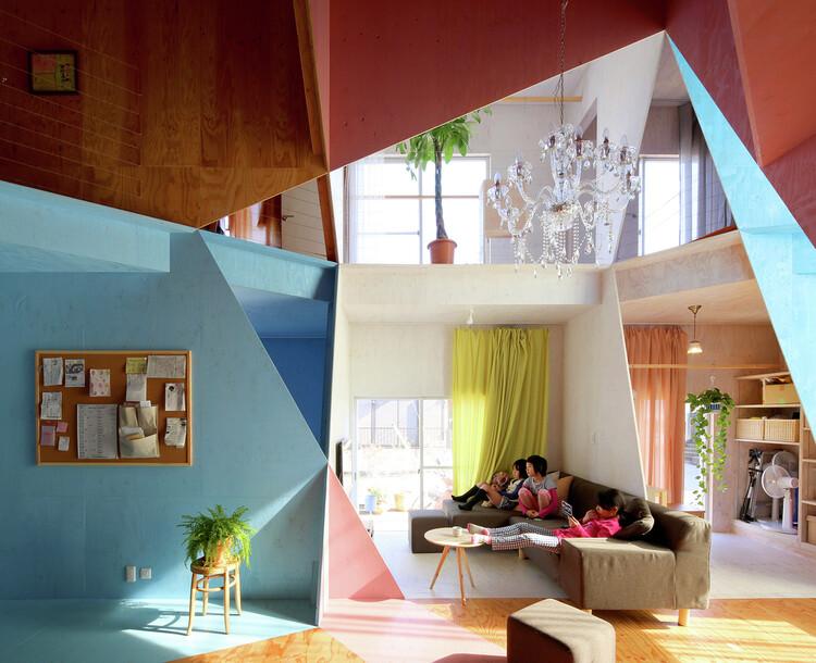 Reformas criativas: 14 projetos que transformam espaços com soluções inesperadas, Apartmento – Casa / Kochi Architect's Studio. Image © Kazuyasu Kochi
